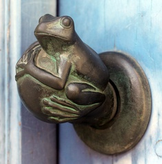 An 18thC French door knob